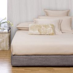 Howard Elliott Platform Bed Color: Coco Slate, Size: King