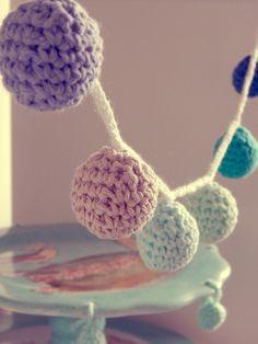 FRASCO CON TIRAS DE POMPONES TEJIDOS♥ — MARIA VINTAGE Pinterest Crochet, Cotton Cord, Crochet Bunting, Macrame, Crochet Necklace, Knitting, Crochet Ideas, Crocheting, Vintage