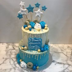 Tarta buttercream con dripp de chocolate blanco y estreliltas. Chocolate Blanco, Birthday Cake, Desserts, Food, Pies, Sweets, Tailgate Desserts, Deserts, Birthday Cakes