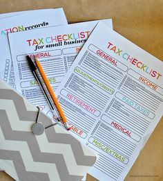 Tax Printables- easy checklists to help you prepare your taxes. Keep your tax information organized.