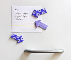 free tutorial- 'Origami Arrow Magnets & Tacks' This is such a Good Idea, especially for those of us who need Help Keeping Organized!! With my ADD brain, these would *really* come in handy!!