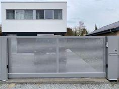 Aluminium schuifpoort op rail met enkele draaipoort en vast hekwerk. Home Appliances, House Appliances, Appliances