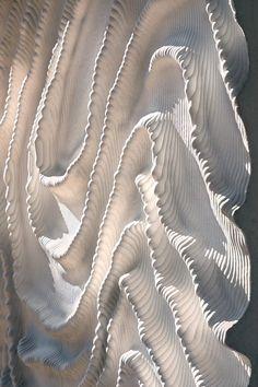 Naturalis Biodiversity Center in Leiden, the Netherlands, by Iris van Herpen and Neutelings Riedijk Architects fashion moodboard Iris van Herpen brings couture fashion to the Naturalis Biodiversity Center in Leiden Patterns In Nature, Textures Patterns, Couture Main, Design Textile, Elie Saab Couture, Iris Van Herpen, Fabric Manipulation, Leiden, White Aesthetic
