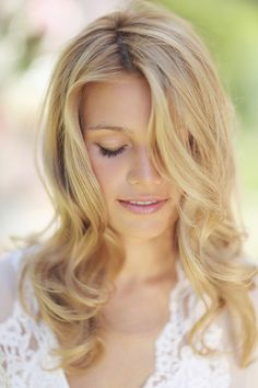 Wedding hairstyle idea; Featured photographer: Sonya Khegay