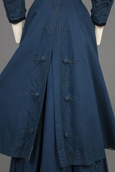 Blue broadcloth skirt suit, c. The Goldstein Museum of Design. 1900s Fashion, Edwardian Fashion, Vintage Fashion, Fashion Fabric, Fashion Prints, Fashion Design, Fashion Details, Historical Costume, Historical Clothing