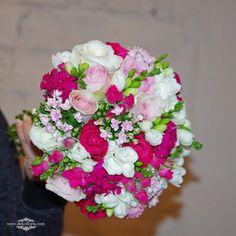 Bukiet ślubny Panny Młodej -kwiaty białe, różowe i fuksja | opolskie Floral Wreath, Wreaths, Decor, Dekoration, Flower Crown, Decoration, Door Wreaths, Deco Mesh Wreaths, Garlands