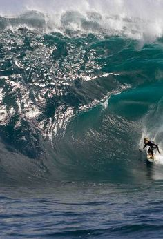Monster Wave Surfing