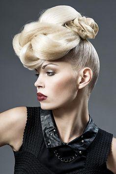Hair: Jean-Marie Contreras Styling: Laura De Villebonne Make up: Coralie Rosereau Photo: Fabrice Gallez