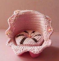A directory of free Amigurumi crochet patterns Crochet Home, Knit Or Crochet, Cute Crochet, Crochet For Kids, Crochet Crafts, Crochet Dolls, Yarn Crafts, Crochet Baby, Crochet Projects