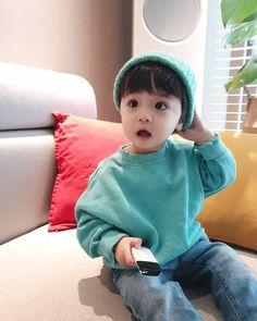 Kim Taehyung as daddy of the year # Random # amreading # books # wattpad Cute Asian Babies, Korean Babies, Asian Kids, Cute Babies, Cute Baby Boy, Cute Little Baby, Little Babies, Cute Boys, Toddler Boy Fashion