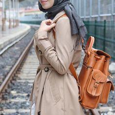 'zaman kısa, ben yorgunum, yol uzun.' 🚲🌿 snapchat: elifhanimcikcom 🌸 #elifhanimcik #detaylariseveriz #hijab #hijabfashion #lifestyle #streetstyle #brown #autumn #chichijab Grafea   www.grafea.com #leather #backpack #fashion #bag #moda #derisırtçanta #blog #tarz #seyahat #alışveriş #mağaza #stil