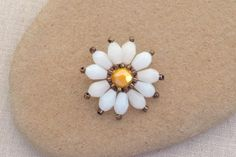 Brick Stitch Daisy Flower: Beaded Flower