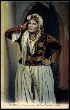 Carte postale Algerie, Femme arabe, Costume d´inlérieur                                                                                                                                                                                 Plus Open My Eyes, North Africa, Vintage Beauty, Vintage Costumes, Traditional Outfits, Like4like, Boho, Female, History