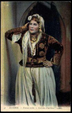 Carte postale Algerie, Femme arabe, Costume d´inlérieur