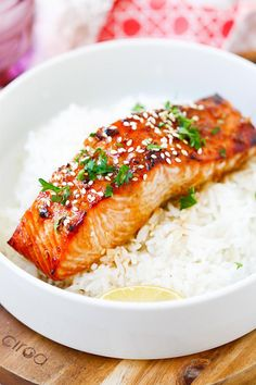 Ginger Garlic Baked Salmon - the best and easiest salmon recipe ever! Moist, flavorful, juicy, and takes only 10 mins to prep! - Eat Right for Your Type: 7 Recipes for Blood Type A Salmon Recipe For Kids, Baked Salmon Recipes, Fish Recipes, Seafood Recipes, Asian Recipes, Cooking Recipes, Cooking Dishes, Top Recipes, Dinner Recipes