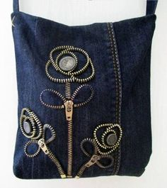 Denim Trousers to Denim Handbags Sacs Tote Bags, Denim Tote Bags, Denim Handbags, Denim Purse, Zipper Crafts, Denim Crafts, Diy Jeans, Jean Diy, Zipper Jewelry