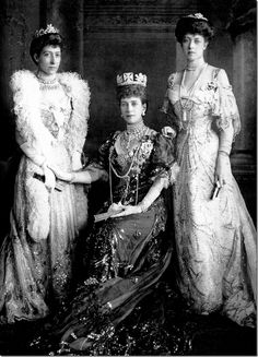 The royal jewelry is never sold, it is simply passed down from generation to generation. Here, Queen Alexandra is seen in the pearls and diamonds that she passed down to her daughter in law, the future Queen Mary.