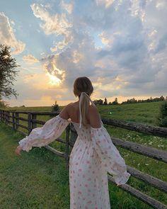 Nitsan Raiter (@nitsanraiter) • Instagram photos and videos Spring Aesthetic, Nature Aesthetic, Aesthetic Photo, Aesthetic Girl, Aesthetic Pictures, Aesthetic Outfit, Instagram Pose, Foto Art, Insta Photo Ideas