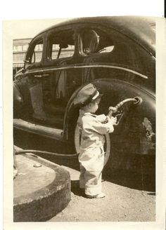 A WONDERFUL VINTAGE KID CONOCO 1941 maybe 3 year old gas attendant 4x6 photo
