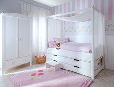 kojenbett-himmelbett-kinderstoffe-mädchenzimmer-teppich-rosen-muster