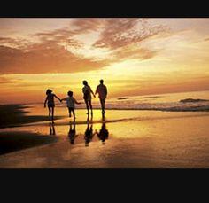 Later wil ik een gezin met twee kinderen en een leuke man met twee honden. Een mooi huis aan het strand en een goede baan.