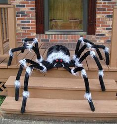 10 Amazing Halloween Decoration Ideas With Low Budget – Smart Home and Camper Halloween Prop, Diy Halloween Spider, Halloween Spider Decorations, Outdoor Halloween, Halloween Projects, Holidays Halloween, Halloween Themes, Halloween Pillows, Homemade Halloween