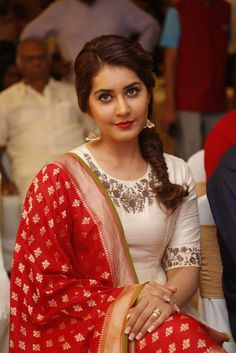 Unseen Sizzling Pics Of Actress Rashi Khanna - Cinebuzz Beautiful Girl Indian, Beautiful Girl Image, Most Beautiful Indian Actress, Beautiful Actresses, Beautiful People, Thing 1, Dress Indian Style, Indian Hairstyles, Summer Hairstyles