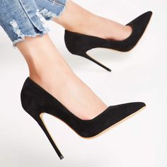 I don't know who conceived high heels, but all a woman owe him a lot! I have addiction for high heels! Black Stiletto Heels, Black Stilettos, Pointed Toe Heels, Black High Heels, Sexy Heels, Red High, Peep Toe, Winter Chic, Street Style Outfits