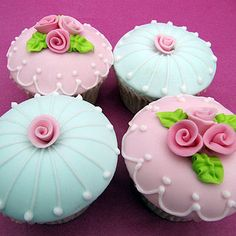 fondant flowers on cupcakes