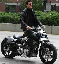 Tom Cruise on something trippy looking