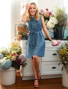 Beautiful and hardworking, chambray epitomizes classic American style. Chambray Dress, Belted Dress, Dress Skirt, Girly Outfits, Dress Outfits, Shift Dress Outfit, Reese Witherspoon Style, Reese Witherspoon Daughter, Clothes Refashion