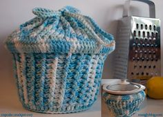 Cupcake Crockpot Cozy free crochet pattern from Moogly.  Keep your sloow-cooker/crock-pot cleean and dust free, and ready for use....besides, it'll create quite a feature on the work-surface the more you make the cozy look like a giant cup cake by the colours of yarn you choose to use! :-)