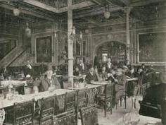 Café La Perla de Sevilla, situado en calle Granada esquina a Tetuán, donde hoy está el BBVA. En el centro, con bombin y bigote negro, mi abuelo Fernando Liger Hidalgo. 1907.
