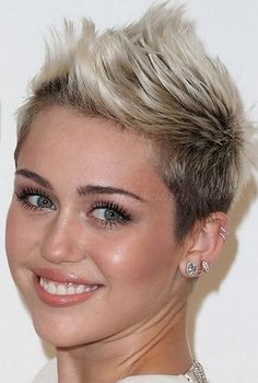 rövid női frizurák - tarajos női frizura