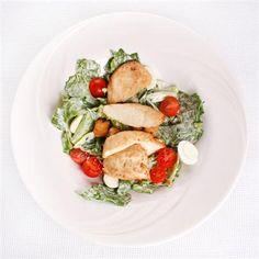 Ensalada de espinacas y pechuga asada. ¿Alguien quiere cuidar la línea? ¡Es una deliciosa receta!