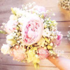 Bouquet de mariée de pivoines et gypsophile