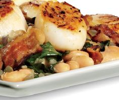 HEALTHY SEARED SCALLOPS WITH WHITE BEANS AND BACON RECIPE
