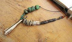 L'Ame Des Autrefois : un collier talisman avec perles Hébron, céramiques artisanales .... : Collier par les-reves-de-minsy