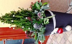 Christmas pot decoration- kültéri kaspó karácsonyi díszítés Christmas Wreaths, Recycling, Holiday Decor, Home Decor, Decoration Home, Room Decor, Recyle, Repurpose, Upcycle