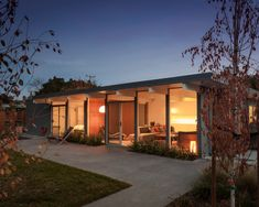 16 Eichler Homes That Epitomize Midcentury California Cool - Dwell Casas California, California Cool, California Homes, Eichler Haus, Joseph Eichler, Fenced In Yard, Mid Century House, Simple House, Modern House Design