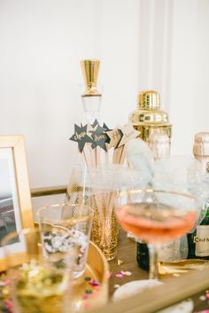 A Sparkling New Year's Eve – Abiball Abschlussfeier Baby Shower Erntedankfest (Thanksgiving) Geburtstag Geschenk korb Nye Party, Oscar Party, Party Time, Gatsby Party, Party Drinks, A Little Party, Thanksgiving, Bar Set Up, Party Needs