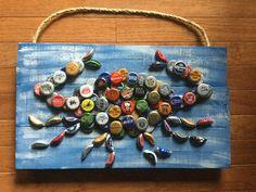 Decorating Ideas for a Child's Room: How to Make Bottle Cap Door Pulls Beer Bottle Top Crafts, Bottle Cap Projects, Beer Bottle Caps, Bottle Cap Art, Beer Caps, Glue Crafts, Crafts To Make, Diy Crafts, Beer Cap Art