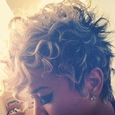 Forget everything you've heard about short curly hairstyles. The pixie hairstyles are the best idea for a new style of new season. Consider Halle Berry and. Short Curly Pixie, Curly Pixie Hairstyles, Blonde Pixie Cuts, Curly Hair Cuts, Funky Hairstyles, Short Curly Hair, Hairstyles Haircuts, Short Hair Cuts, Curly Hair Styles