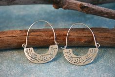 Silver Hoop Earrings Sterling Silver Hoops por MtCarmelJewelry, $42.00