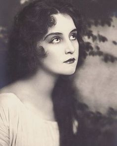 """13 Likes, 1 Comments - Laurel Company Inc. (@laurelcompany) on Instagram: """"Happy Friday, beauty look inspiration circa 1910 #edwardian #victorian #victorianbeauty…"""""""