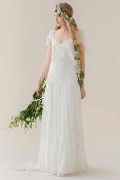 Lockeres Boho-Brautkleid aus Lochspitze mit lockeren Ärmeln und tiefer Taillennaht von Rue de Seine