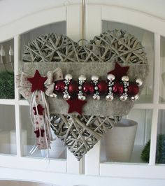 All Details You Need to Know About Home Decoration - Modern Christmas Door Wreaths, Christmas Hearts, Christmas Room, Christmas Decorations, Xmas, Christmas Ornaments, Holiday Decor, Garland Hanger, Diy Arts And Crafts