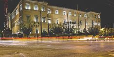 Syntagma square, Athens's meeting point of choice, in all its night time glory 🤩 You've got to love this city and its ever-changing faces! Athens By Night, Athens Hotel, Night Time, Greece, Street View, Faces, Mansions, House Styles, City