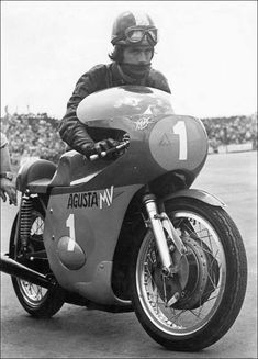 Pudding bowls and drum brakes Motorcycle Racers, Motorcycle Style, Triumph Motorcycles, Vintage Motorcycles, Valentino Rossi, Mv Agusta, Vintage Biker, Vintage Racing, Motorcycles