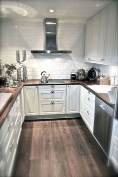 Awesome Tiny Kitchen Design For Your Beautiful Tiny House: 65 Best Design Ideas White Kitchen Ideas Awesome Beautiful Design House Ideas Kitchen Tiny Kitchen Tiles, New Kitchen, Kitchen Small, Kitchen Wood, Kitchen Cabinets, Basic Kitchen, Vintage Kitchen, Smart Kitchen, White Cabinets